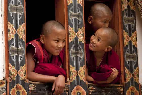 Destinations_Bhutan_Gangtey-Bumthang_monks_iStock_000021295675_Large.jpg