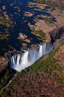 DevilsPool-Vic-Falls-from-chopper-Jonathan-Dale (1)