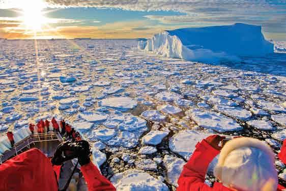 Industry-Footprint_Jeremy-Lindblad_Antarctica_AA493.psd_
