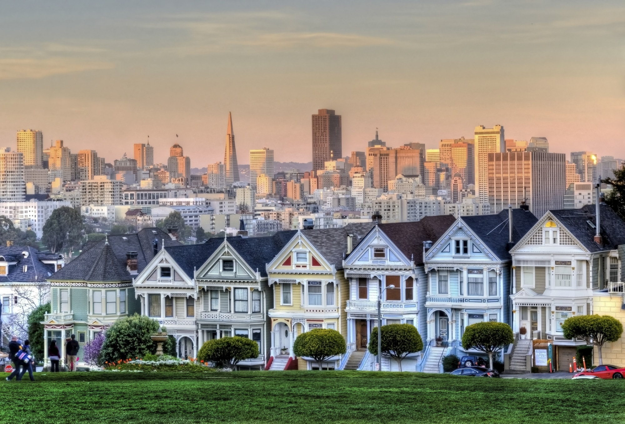 Destinations_USA_CAlifornia_San-Francisco_Painted-Ladies_iStock_000028126030_Large
