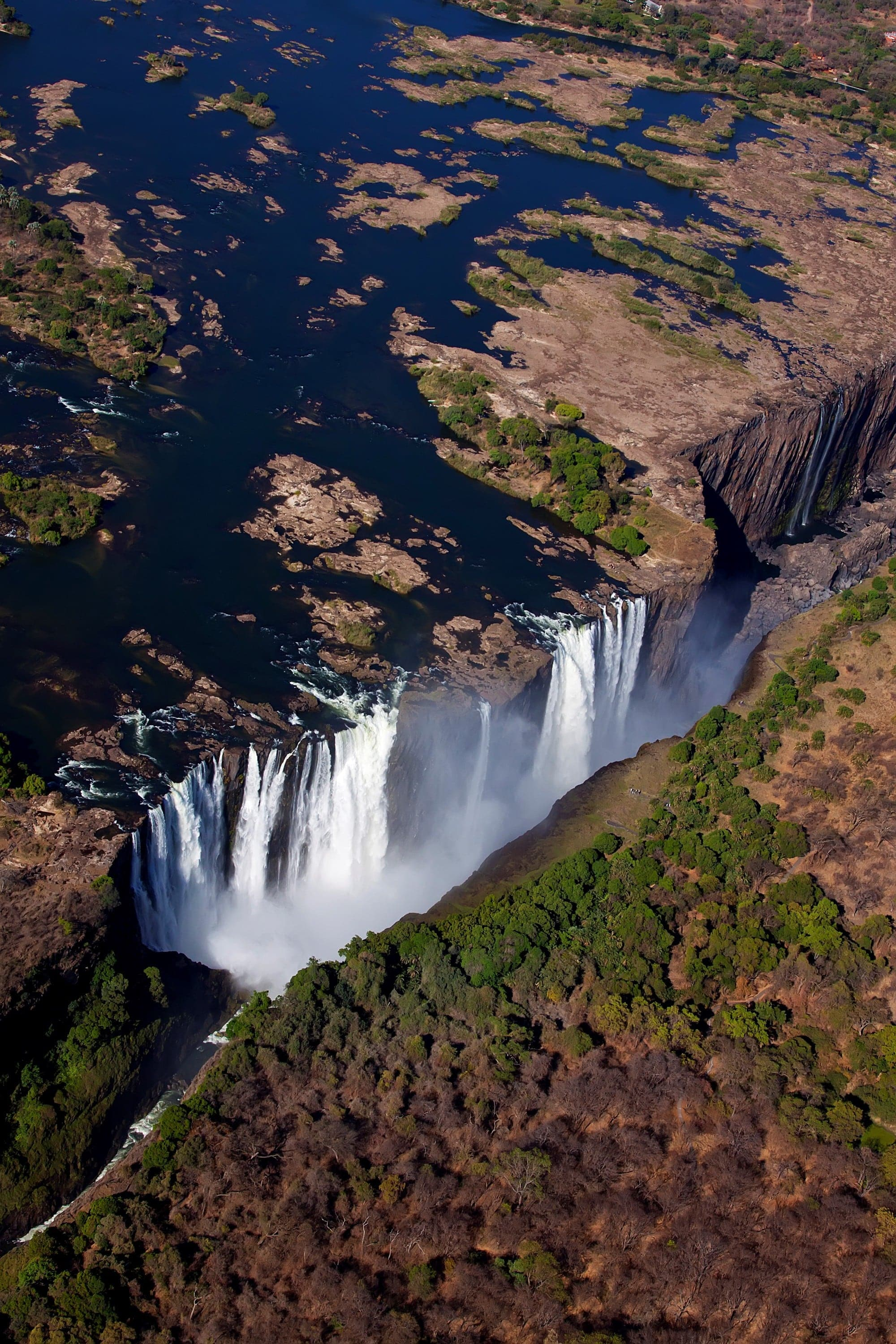 DevilsPool-Vic-Falls-from-chopper-Jonathan-Dale (2)