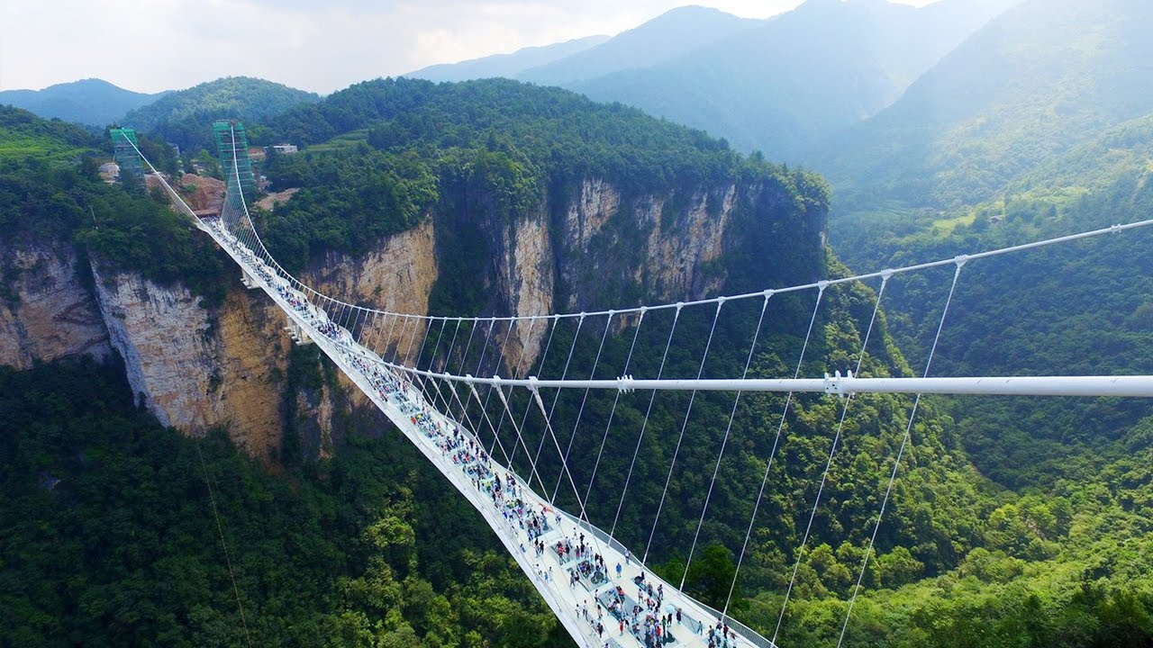 China's Latest Glass Tourist Attraction