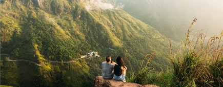 The couple travels around Asia. Travel to Sri Lanka. Serpentine in the mountains.