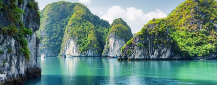 Beautiful azure water of lagoon in the Halong Bay, Vietnam (Descending Dragon Bay)
