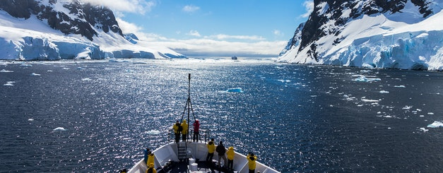 MV Ocean Adventurer_Icebergs and Mountains