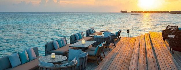 Vakkaru_Lagoon Bar with Sunset